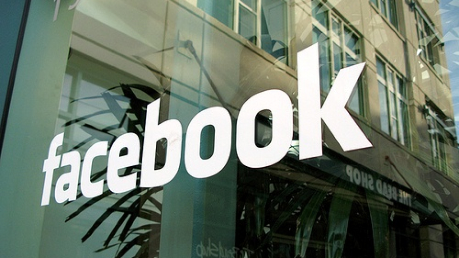 Facebook-Valued-at-104bn-on-Record-Stock-Market-Debut-01