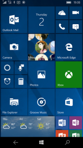 Windows_10_Mobile_homescreen